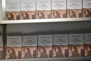"""Lansare """"Vicky, nu Victoria"""" la Cărturești Verona"""