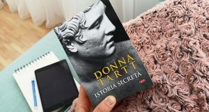 CRONICĂ FICTION