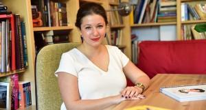 """Chestionar de cititor de cursă lungă – Ana Nicolau: """"Cărţile bune trebuie vorbite"""""""